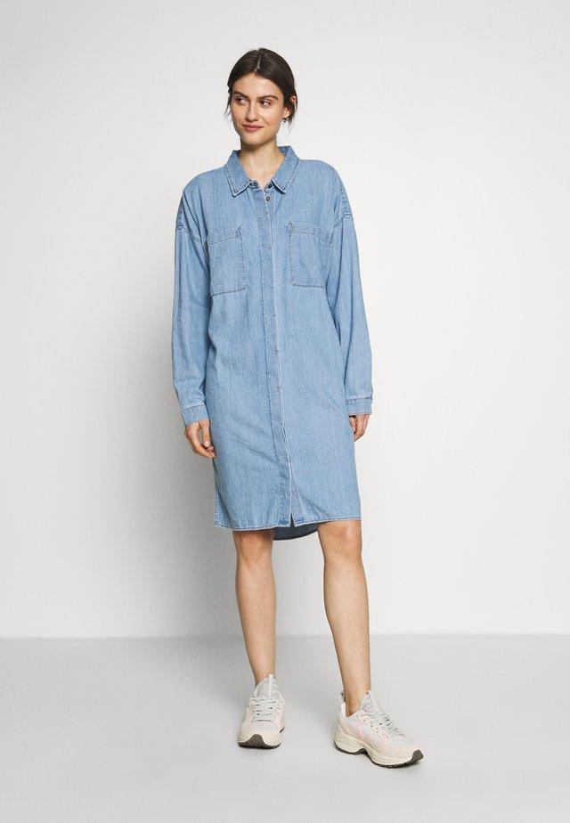 DRESS - Vestido vaquero - blue light wash