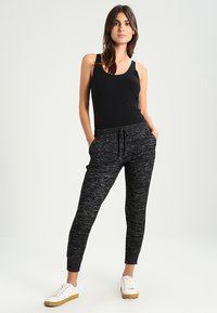 edc by Esprit - CORE OCS BASIC - Top - black - 1