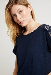 edc by Esprit - TEE - T-shirt imprimé - navy - 4