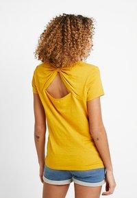 edc by Esprit - OCS BACK DETAIL - Print T-shirt - honey yellow - 0