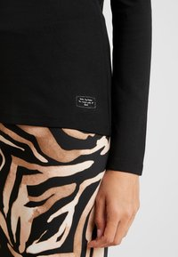 edc by Esprit - CORE FLOW - Long sleeved top - black - 5