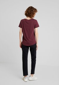 edc by Esprit - CORE CHRISTMAS - T-shirts med print - bordeaux red - 2