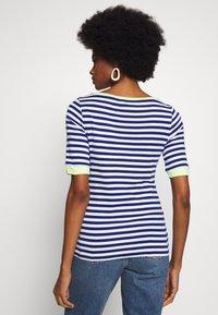 edc by Esprit - CONTRAST NECK - T-shirt print - ink - 2