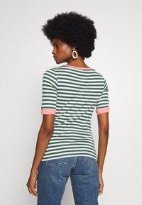 edc by Esprit - CONTRAST NECK - T-shirts med print - khaki green - 2