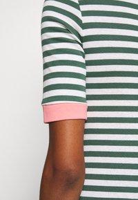 edc by Esprit - CONTRAST NECK - T-shirts med print - khaki green - 6
