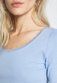 edc by Esprit - CORE FLOW  - T-shirts med print - blue lavender - 5