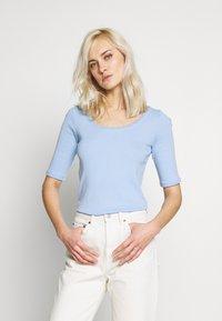 edc by Esprit - CORE FLOW  - T-shirts med print - blue lavender - 0