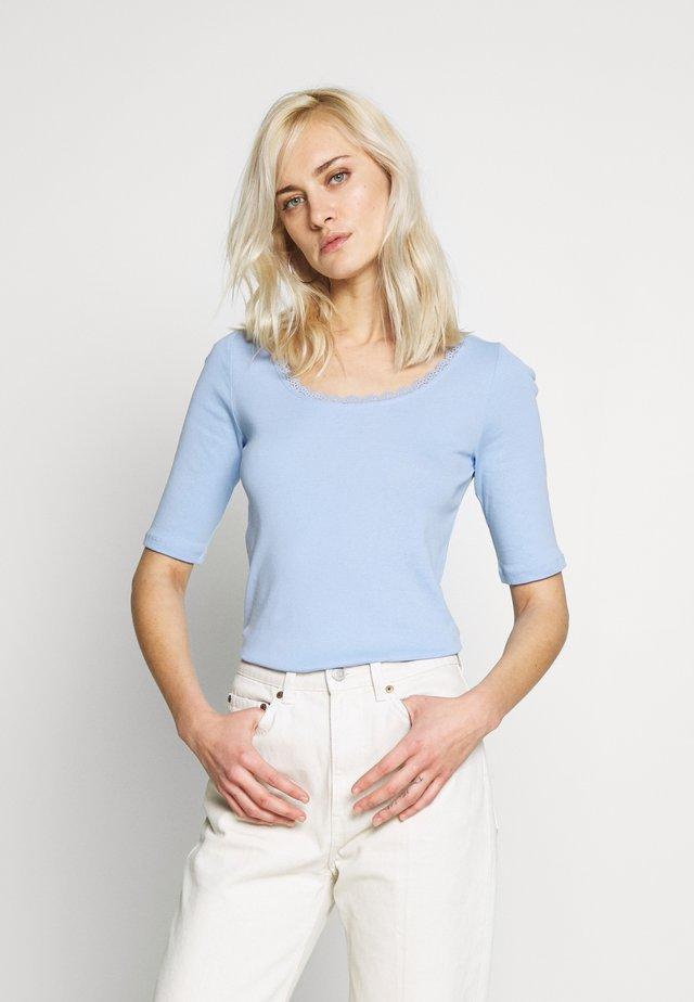 CORE FLOW  - T-Shirt print - blue lavender