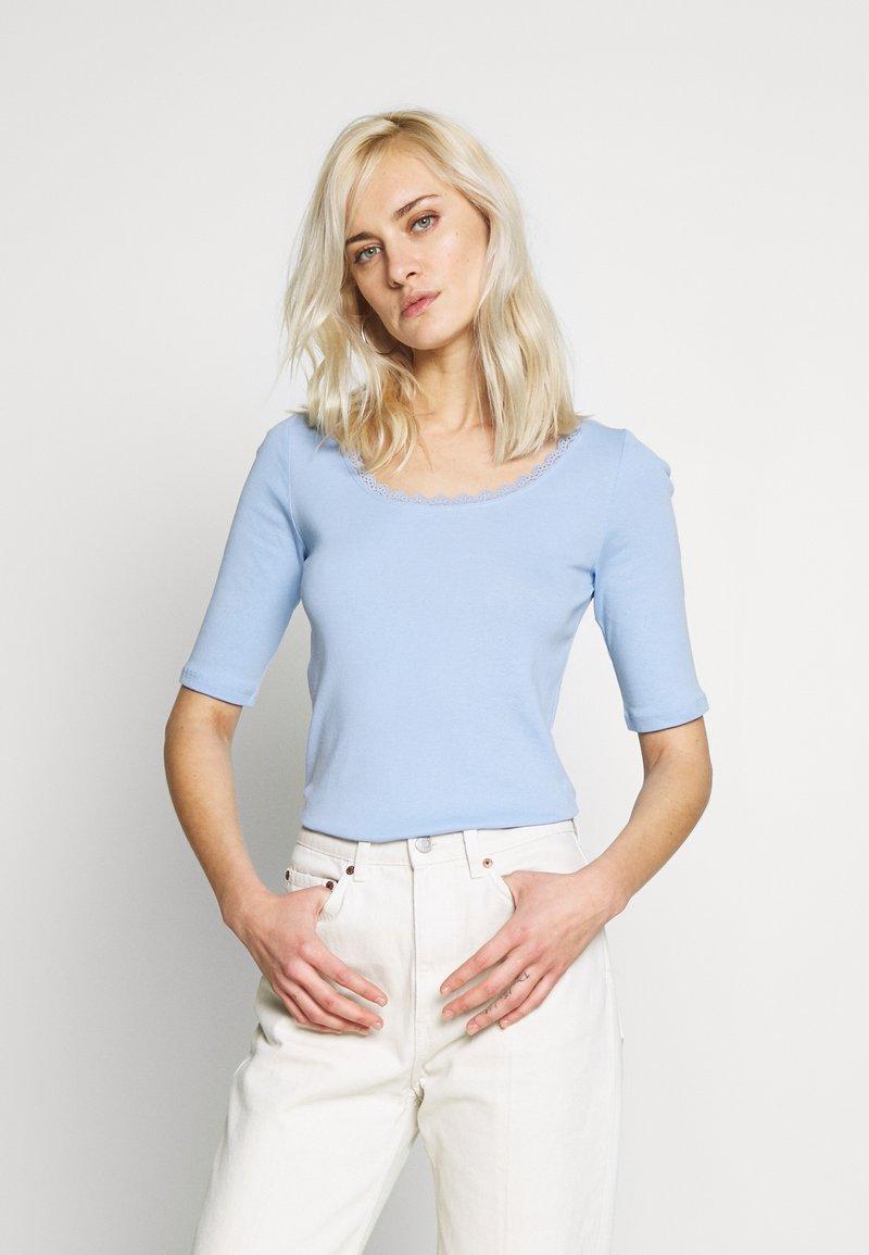 edc by Esprit - CORE FLOW  - T-shirts med print - blue lavender