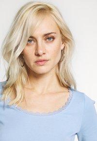 edc by Esprit - CORE FLOW  - T-shirts med print - blue lavender - 3