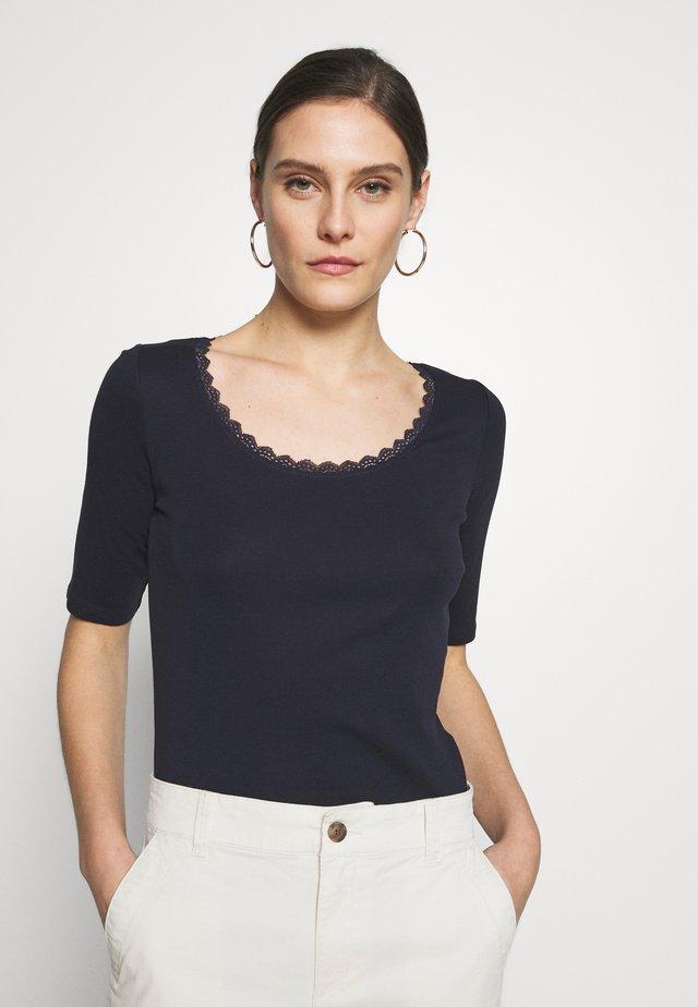 CORE FLOW  - T-Shirt print - navy