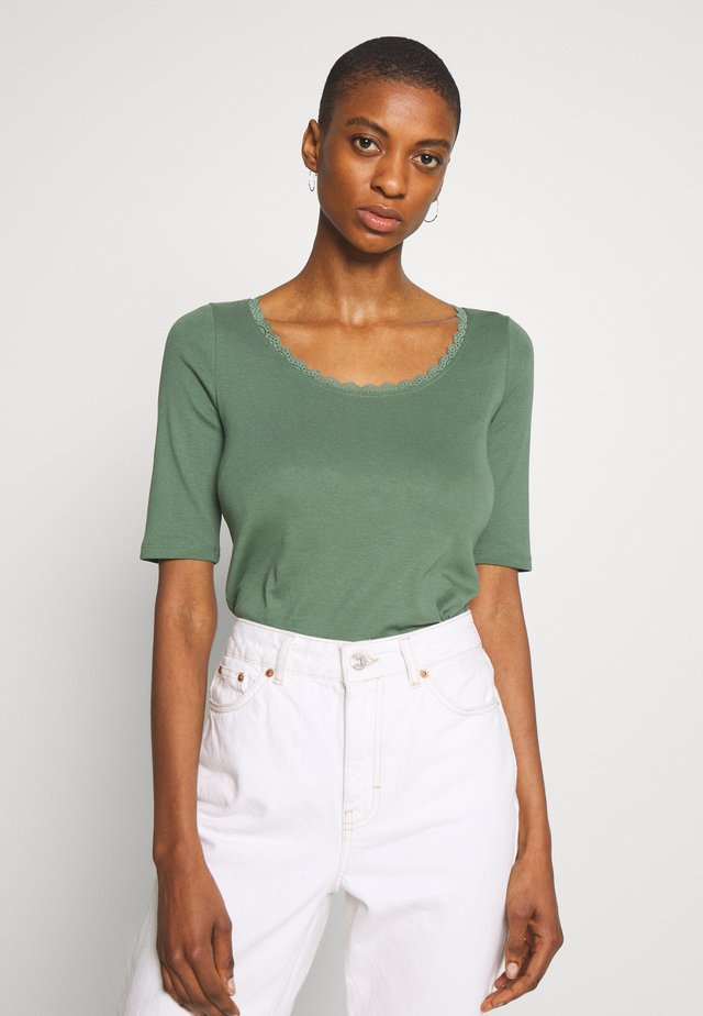 CORE FLOW  - T-shirt z nadrukiem - khaki green