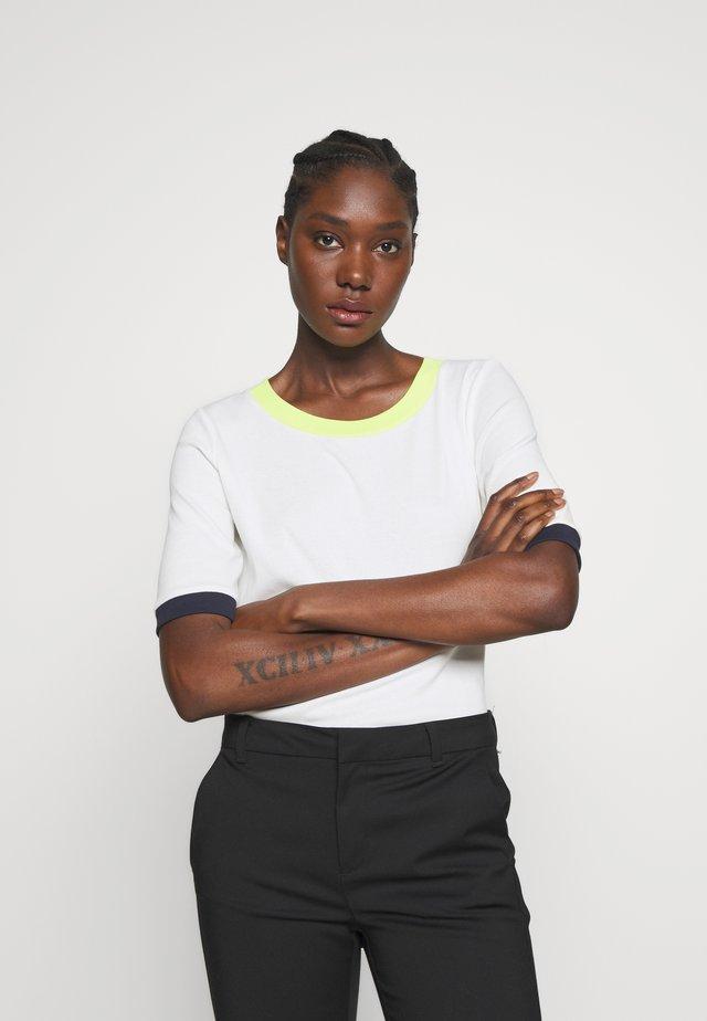 T-shirt z nadrukiem - offwhite