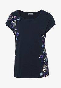 edc by Esprit - SHOULDER - T-shirts med print - navy - 4