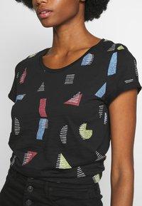 edc by Esprit - CORE - T-shirts med print - black - 5