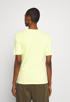 CORE TEE - Jednoduché triko - lime yellow