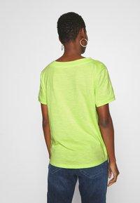 edc by Esprit - CORE OCS FLOW - Camiseta básica - lime yellow - 2