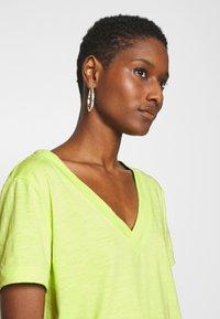 edc by Esprit - CORE OCS FLOW - Camiseta básica - lime yellow - 4