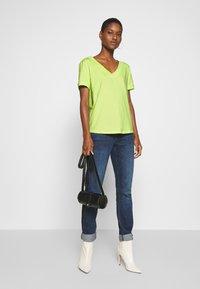 edc by Esprit - CORE OCS FLOW - Camiseta básica - lime yellow - 1