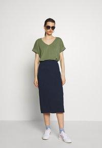 edc by Esprit - FLOW - T-shirts - khaki green - 1