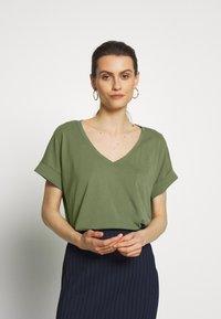 edc by Esprit - FLOW - T-shirts - khaki green - 0