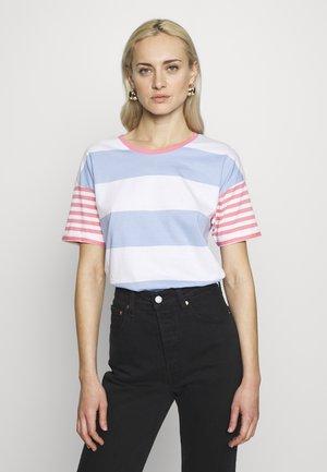CORE OCS STRIPE - T-shirt z nadrukiem - blue lavender