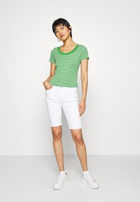 edc by Esprit - FLOW WIDE - T-shirt z nadrukiem - green - 1