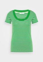 FLOW WIDE - Print T-shirt - green