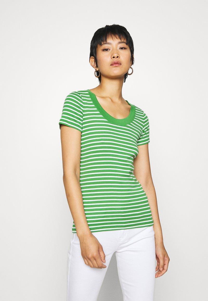 edc by Esprit - FLOW WIDE - T-shirt z nadrukiem - green