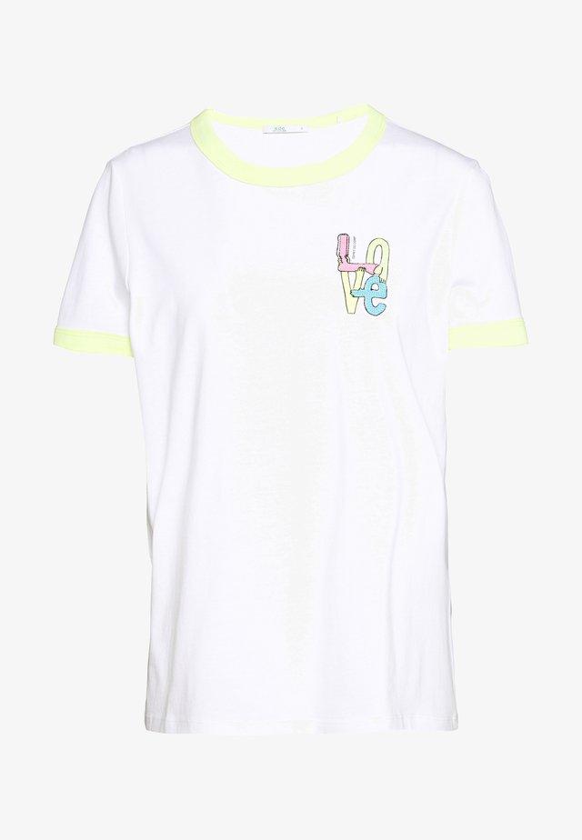 CORE CHEST - T-shirt z nadrukiem - white