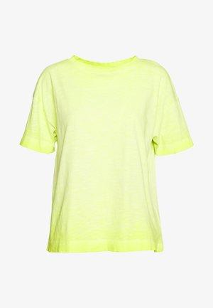 CORE CLOD - T-shirts - citrus green
