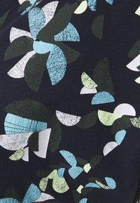 edc by Esprit - SHOULDER - T-shirt z nadrukiem - navy - 2