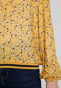 edc by Esprit - FLUENT - Blus - honey yellow - 5