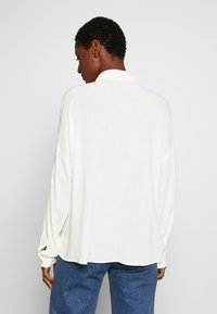 edc by Esprit - NEW SLUB - Skjorte - off white - 2