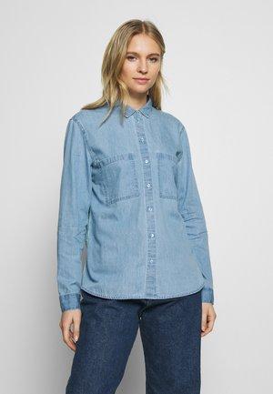 EASY BLOUSE - Skjorte - blue light wash