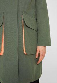 edc by Esprit - MIT NEON-FUTTER - Parka - khaki green - 6