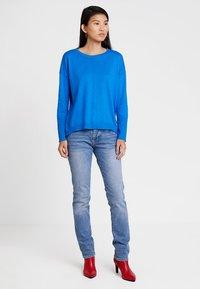 edc by Esprit - OVERS SEAM - Strikkegenser - bright blue - 1