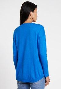 edc by Esprit - OVERS SEAM - Strikkegenser - bright blue - 2
