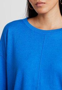 edc by Esprit - OVERS SEAM - Strikkegenser - bright blue - 4