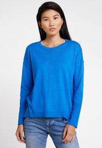 edc by Esprit - OVERS SEAM - Strikkegenser - bright blue - 0