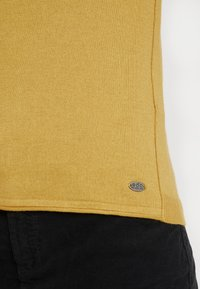 edc by Esprit - BASIC NECK - Jumper - brass yellow - 5