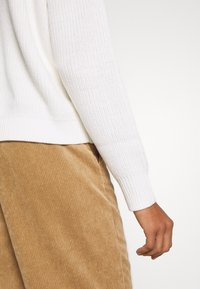 edc by Esprit - Sweter - off white - 5