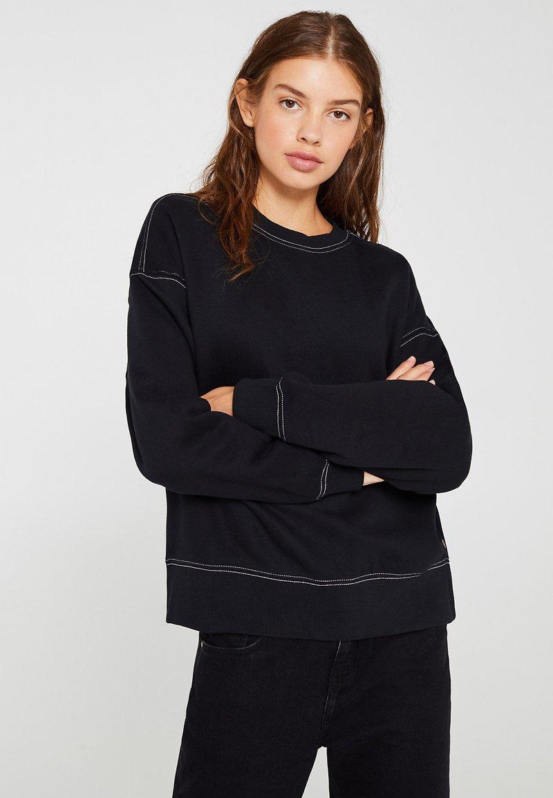 edc by Esprit - MIT KONTRASTNÄHTEN - Sweater - black