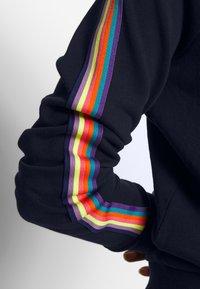 edc by Esprit - WASH RAINBOW - Bluza z kapturem - navy - 5