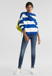 edc by Esprit - OVERSIZED-SWEATSHIRT MIT STREIFEN - Sweatshirt - bright blue - 1