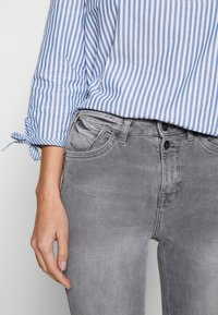edc by Esprit - SKINNY - Jeans Skinny Fit - grey light wash - 5