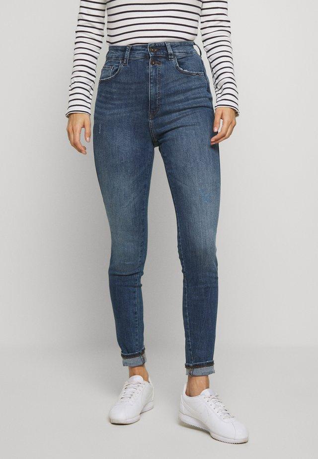 SUPER - Jeans Skinny Fit - blue medium wash