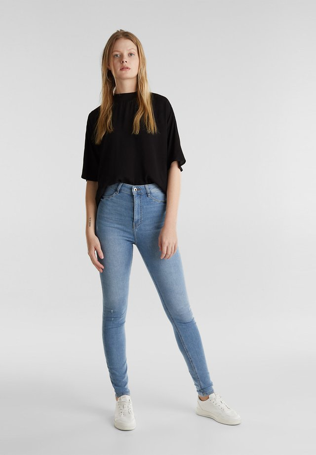 HIGH-WAIST-JEGGINGS MIT USED-EFFEKTEN - Jeans Skinny Fit - blue light