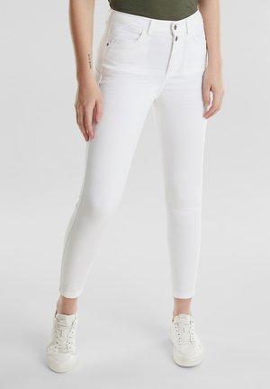 KNÖCHELLANGE STRETCH-PANTS - Jeans Skinny - white