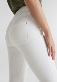 edc by Esprit - KNÖCHELLANGE STRETCH-PANTS - Jeans Skinny - white - 5